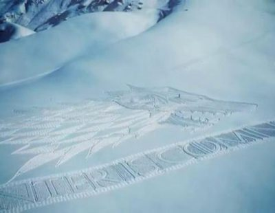 El espectacular escudo gigante de 'Game of Thrones' que un hombre realizó caminando 32 kilómetros sobre la nieve