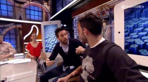 Dani Martínez le da una colleja a su hermano en 'Likes'