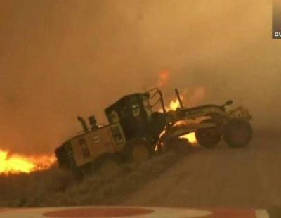 Un equipo de la cadena KWTV salva por los pelos a un granjero de un incendio