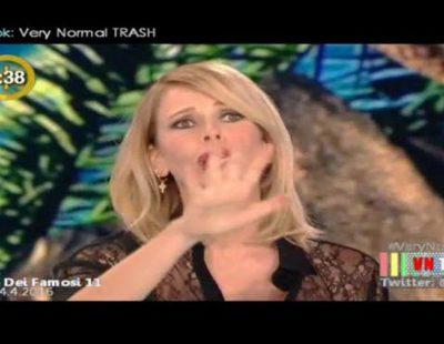 La presentadora del 'Supervivientes' italiano entra en pánico después de ver a una concursante varios minutos bajo el agua