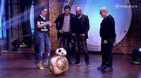 """Mario Casas y Luis Tosar conocen a BB-8, el personaje de """"Star Wars: el despertar de la fuerza"""""""
