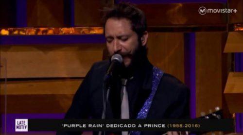 La banda de 'Late Motiv' rinde homenaje a Prince el día de su muerte interpretando 'Purple Rain'