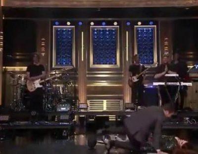 La aparatosa caída de Meghan Trainor tras actuar en el show de Jimmy Fallon