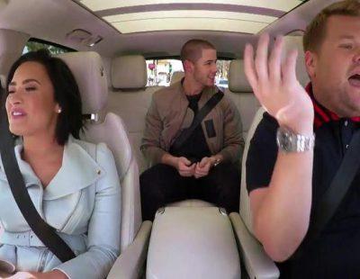 Nick Jonas, Demi Lovato y James Corden tratan de formar un grupo musical en 'Carpool Karaoke'