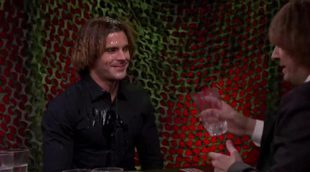 Zac Efron termina completamente empapado tras enfrentarse a Jimmy Fallon en una guerra de agua