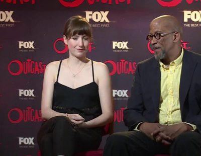 """Reg E. Cathey : """"Un crossover de 'Outcast' y 'The Walking Dead' sería divertido, pero el diablo podría con esos zombies"""""""
