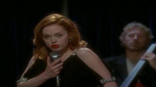 "Paige Halliwell (Rose McGowan) interpreta ""Fever"" en 'Embrujadas'"