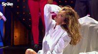 "Zachary Quinto interpreta ""Freedom! '90"" en 'Lip Sync Battle' con Cindy Crawford desnuda"