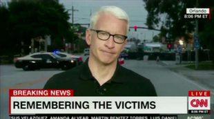 Anderson Cooper no puede contener las lágrimas al recordar las víctimas del tiroteo de Orlando