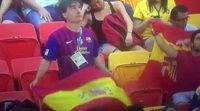 JJOO Río 2016: un aficionado arroja al suelo la bandera de España y la cambia por la senyera al aparecer en la pantalla gigante