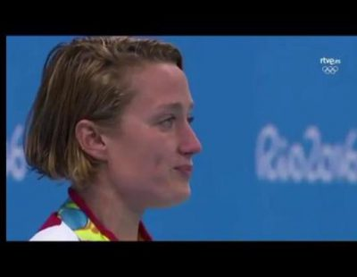 Las lágrimas de Mireia Belmonte en el pódium tras conquistar el oro olímpico