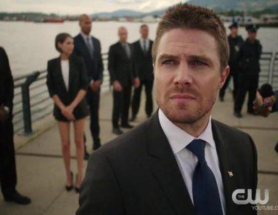 Oliver recibe una paliza tras ser capturado en el avance de la nueva temporada de 'Arrow'