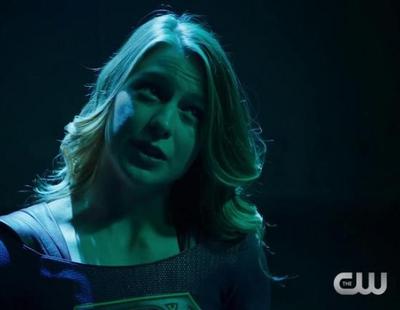 'Arrow' y 'The Flash' advierten a 'Supergirl' de no hablar de su club de superhéroes