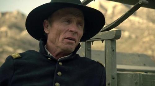 Bernard investiga el origen de la locura y las alucinaciones en el tercer capítulo de 'Westworld'