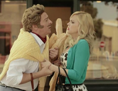 Anna Faris y Rhys Darby parodian Hollywood en el vídeo de seguridad de Air New Zealand