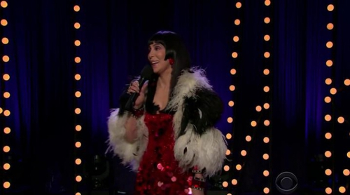 "Cher versiona su ""I Got You Babe"" en 'The Late Late Show' con James Corden"