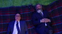"""'The late Show': Mel Gibson le manda un contundente mensaje a su """"yo"""" del pasado con Stephen Colbert"""