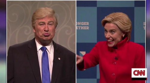 'Saturday Night Live' pilla a Donald Trump besándose con Putin y con un miembro del Ku Klux Klan