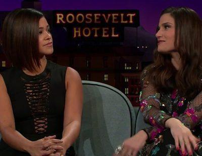 Gina Rodriguez ('Jane the Virgin') enseña a bailar salsa a James Corden e Idina Menzel