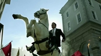 Arnold Schwarzenegger ya ejerce como líder en la primera promo de 'The New Celebrity Apprentice'