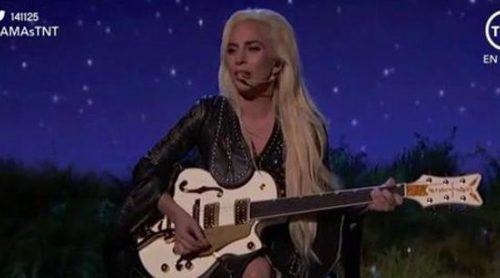 "Lady Gaga canta ""Million Reasons"" en los American Music Awards 2016"
