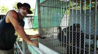 'Wild Frank, al rescate': Frank Cuesta muestra su cruzada diaria contra el duro tráfico de animales
