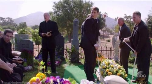 'Modern Family' arranca su octava temporada con un escándalo, una boda y un funeral