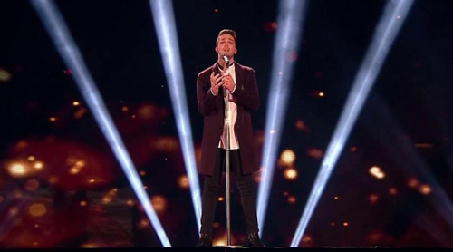 "Matt Terry, ganador de 'The X Factor 2016', interpreta ""One Day I'll Fly Away"""