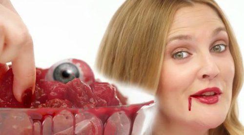 """Drew Barrymore ('Santa Clarita Diet') se come a los humanos """"que se lo merecen"""" en el primer tráiler"""