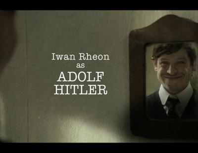 Joseph Fiennes como Michael Jackson e Iwan Rheon ('Juego de tronos') como Hitler en la serie 'Urban Myths'