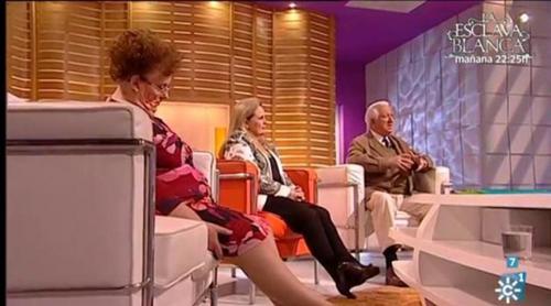 Una señora se duerme en directo en el programa de Juan y Medio y el presentador le gasta una broma
