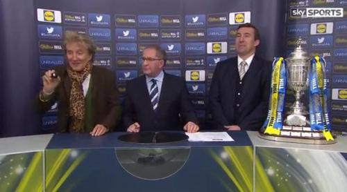 Rod Stewart la lía en el sorteo de la Copa Escocesa de fútbol