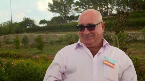 Así hacen chorizos en España los participantes del concurso británico 'Coach Trip'