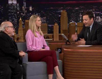 'The Tonight Show': Brit Marling ('The OA') y Danny DeVito visitan el programa de Jimmy Fallon