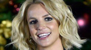 A Britney Spears se le escapa un pezón en pleno concierto