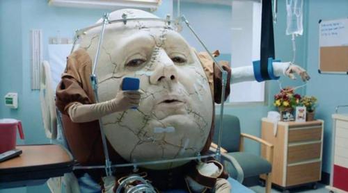 TurboTax opta por Humpty Dumpty en el hospital tras caer del muro en su spot para la Super Bowl 2017