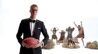 Justin Bieber, Rob Gronkowski y Terrell Owens bailan en el anuncio de T-Mobile para la Super Bowl 2017