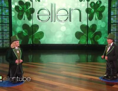 Kristen Bell y Ellen celebraron el Día de San Patricio jugando al 'Heads Up!' en 'The Ellen DeGeneres Show'