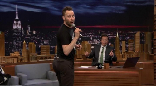 'The Tonight Show': Jon Glaser ('Girls') se arranca a cantar y bailar imitando a Pitbull