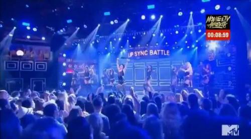 'MTV Lip Sync Battle' : Tom Holland sorprende a todos imitando a Rihanna y su mítico videoclip de 'Umbrella'