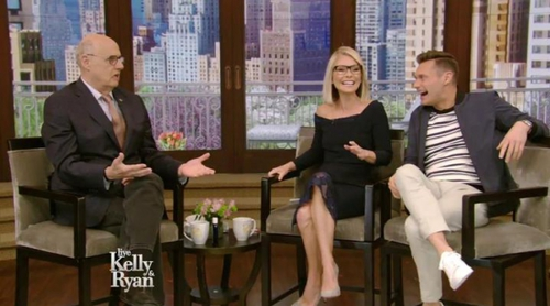 """Ryan Seacrest confunde en directo a Jeffrey Tambor ('Transparent') con un actor, ya muerto, de """"Ghost"""""""