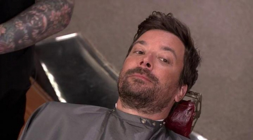 Jimmy Fallon se deja bigote durante una pausa publicitaria de 'The Tonight Show'