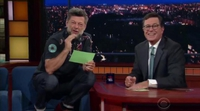 Andy Serkis, con la voz de Gollum, parodia tuits de Donald Trump en 'The Late Show with Stephen Colbert'