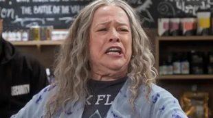 'Disjointed': Tráiler oficial de la nueva serie de Netflix con Kathy Bates como protagonista