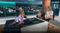 Una niña se sube a la mesa de un informativo en pleno directo ante la atónita mirada del presentador