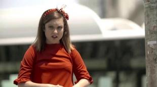 María Zamora recorre las calles de Madrid en la segunda promo de 'La chica de las series' de Atreseries