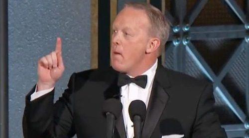 Emmy 2017: Así ha sido la impensable aparición de Sean Spicer que ha dejado ojipláticos a los asistentes