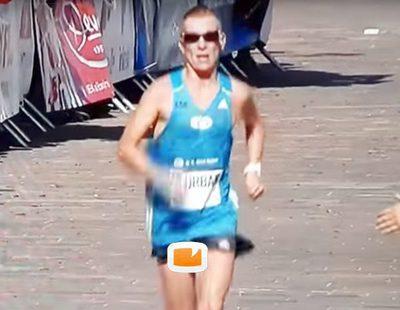 Un corredor termina el maratón eslovaco con su pene al descubierto mientras se emitía en directo