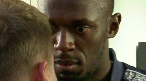 James Corden reta a Usain Bolt a todo tipo de juegos y el velocista lo sustituye en el monólogo inicial