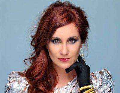 """Mireia Montávez ('OT 1') presenta """"La Reina de las Nieves"""" y responde en directo a los usuarios"""